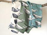 Groen broekje met walvisjes