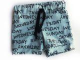 Dusty blue kort broekje met weekdagen maat 80